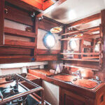 Solid Surf House - Boat Charter - Ikan Terbang - kitchen