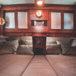 Solid Surf House - Boat Charter - Ikan Terbang - bedroom
