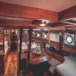 Solid Surf House - Boat Charter - Ikan Terbang - wood