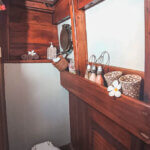 Solid Surf House - Boat Charter - Ikan Terbang - bathroom