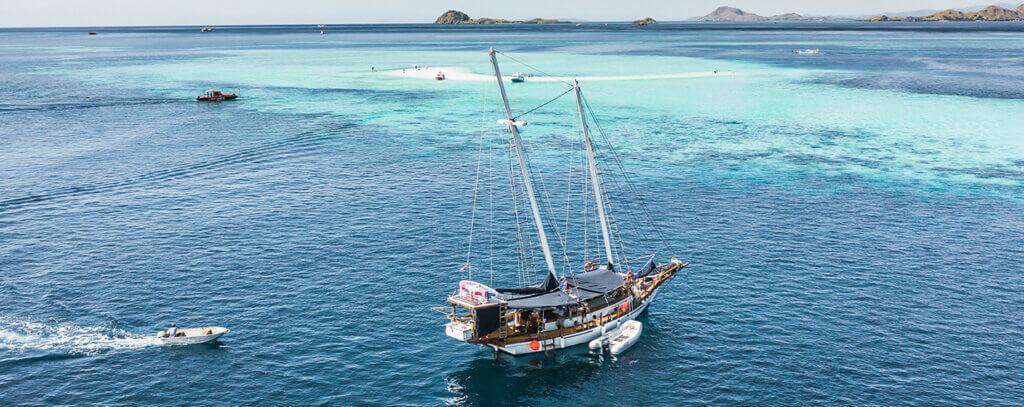 SOLID SURF BOAT CHARTER | BALI - LOMBOK - SUMBAWA - SUMBA